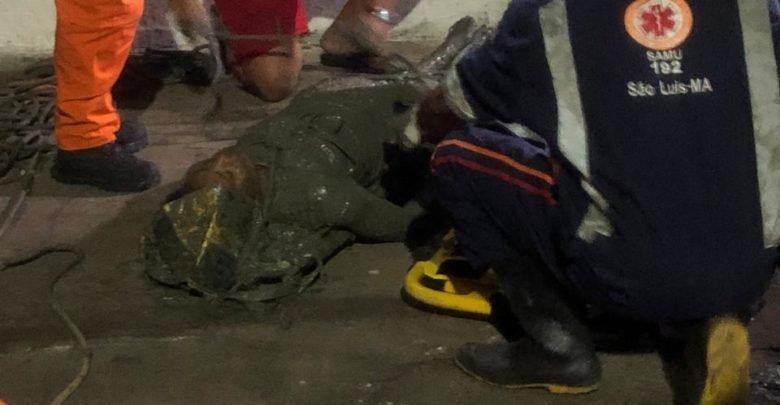 Mulher foi resgatada pelo Corpo de Bombeiros e SAMU