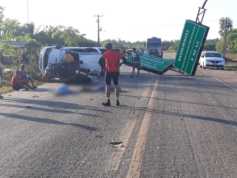 Veículo capotou na estrada