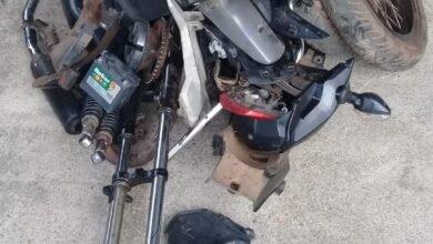 Peças de motos roubadas que estavam sendo desmantelada para venda