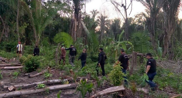 Polícia Civil realizando a prisão do Indivíduo
