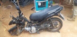 Motocicleta ficou completamente destruída